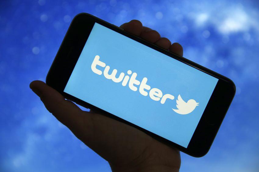 تويتر تجرب خدمة التسوق مباشرة عبر خدمتها