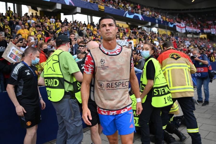 رونالدو يصيب رجل أمن قبل مباراة أبطال أوروبا